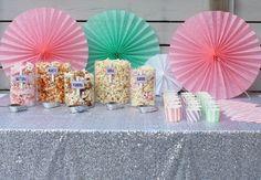 Herkkubuffet, karkkibuffet vai pöytä täyteen suolaisia ja makeita herkkuja? Katso vinkit herkkubuffetin kokoamiseen Juhlahumun blogista!