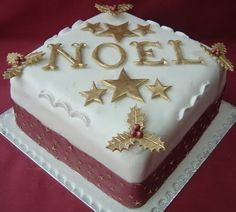 Noel Cake with Goldplatted Stars and Foliage