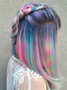 Moon Stone Galaxy hair. I like the pink and yellow horizontal stripes, they really look like a prism is breaking a sunbeam onto her hair