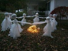 Being limited on resources does not mean that you must by pass on stunning Halloween accessories. We have a great collection of diy halloween decorations you can look at. 11 Easy DIY Halloween Decorations With Trash Bags. Holidays Halloween, Fall Halloween, Halloween Crafts, Creepy Halloween, Halloween Season, Halloween Mural, 1960s Halloween, Halloween Design, Halloween Dance