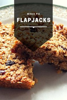 Mince Pie Flapjacks - the perfect way to use up excess mince meat this Christmas and a nice change from mince pies. A great festive treat - try out our recipe! Mince Pies, Mince Meat, Flapjack Recipe, Healthy Flapjack, Sweet Recipes, Cake Recipes, Yummy Treats, Yummy Food, Sweet Treats