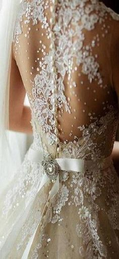 bridal back details ♥✤ | KeepSmiling | BeStayBeautiful