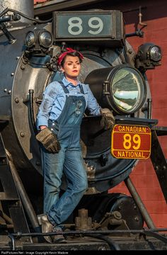 Net Photo: SRC 89 Strasburg Rail Road Steam at Strasburg, Pennsylvania by Kevin Madore Strasburg Railroad, Levis, Woman Mechanic, Old Steam Train, Train Pictures, Old Trains, Rosie The Riveter, Steam Engine, Steam Locomotive