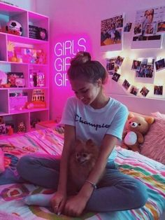 Cute Bedroom Ideas With Led Lights - The Best Room Design Room Ideas Bedroom, Bedroom Inspo, Bedroom Decor, Design Bedroom, Cute Room Ideas, Cute Room Decor, Room Ideas For Girls, Neon Room Decor, Wall Decor