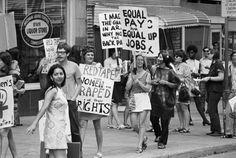 Mulheres na Women's Liberation Coalition March, em Detroit, Michigan, 1970. Elas exigiam pagamento igualitário por serviços igualitários. Verdade que, convenhamos, não existe até os dias de hoje.
