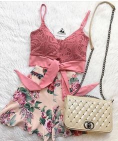 Chanel makes elevates every look! Short Outfits, Chic Outfits, Pretty Outfits, Spring Outfits, Fashion Outfits, Womens Fashion, Outfit Goals, Outfit Sets, Cute Fashion