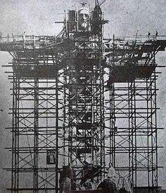 O Cristo Redentor en construcción, Río de Janeiro, Brasil.