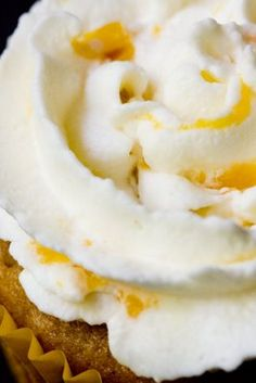 Whipped Cream Frosting with Peaches ~ Cupcake Project Light and airy whipped cream made with fresh peaches. Perfect to serve over ice cream, pie, cake, or cupcakes! Icing Frosting, Whipped Cream Frosting, Frosting Recipes, Cupcake Recipes, Cupcake Cakes, Dessert Recipes, Cup Cakes, Peach Cupcakes, Yummy Cupcakes