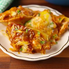Enchilada Stuffed Shells Stuff your favorite Mexican dish into jumbo shells and we promise you won't regret it. Baked Pasta Recipes, Chicken Recipes, Cooking Recipes, Tasty Videos, Food Videos, Mexican Dishes, Mexican Food Recipes, Cannelloni, Stuffed Shells Recipe