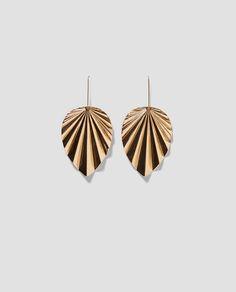 Image 4 of LEAF EARRINGS from Zara