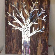 - Mirror Designs - DIY Home Decor Ideas on a Budget - Mirror Mosaic Mirror tree on painted canvas. Broken Mirror Diy, Broken Mirror Projects, Broken Glass Art, Diy Mirror, Mosaic Wall Art, Mirror Wall Art, Mirror Mosaic, Diy Wall Art, Mirror Canvas