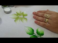 Pintura para Iniciantes. Aprenda Pintar Folhas - YouTube Acrylic Painting Techniques, Painting Videos, Mixed Media Tutorials, One Stroke Painting, Stencil Patterns, Painted Leaves, Fabric Painting, Painting Inspiration, Watercolor Flowers