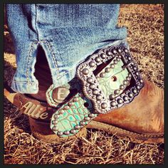 Thank you Allie for sharing a pic of your new turquoise gator Running Roan Tack spur straps! www.runningroantack.com