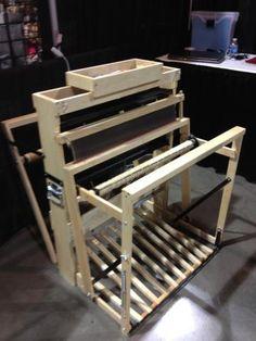 """""""Baby Mac"""", fabricado por Macomber Looms (USA). Telar plegable. 3 medidas: 16"""" (4 lizos), 20"""" y 24"""" (8 lizos""""."""