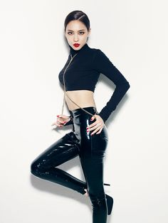 K-Pop music star wearing glossy black vinyl jeans with gold jewelry and long sleeve black crop top. Jung So Min, Mamamoo, K Pop, Pink Fashion, Fashion Looks, Lee Hi, Ga In, Brown Eyed Girls, Vinyl Fabric