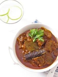 Plateful: Rogan Josh, or, Kashmiri Lamb Curry — sinfully delicious blend of very fragrant spices and flavors Lamb Recipes, Veg Recipes, Spicy Recipes, Curry Recipes, Indian Food Recipes, Asian Recipes, Cooking Recipes, Kashmiri Recipes, Indian Foods