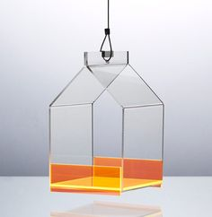 Stilsikkert fuglehus til altanen og haven. Tåler både frost, fugle og beundrende blikke. Orange, Neon, Ceiling Lights, Lighting, Frost, Home Decor, Decoration Home, Light Fixtures, Room Decor