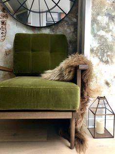 Green Velvet Armchair, Green Sofa, Green Chairs, Green Furniture, Furniture Plans, Velvet Furniture, Living Room Chairs, Living Room Decor, Cushions On Sofa