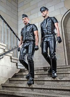 finnish men in leather pants - Bing images Mens Leather Pants, Leather Gloves, Men's Leather, Men In Uniform, Leather Fashion, Men's Fashion, Sexy Men, Sexy Guys, Hot Guys