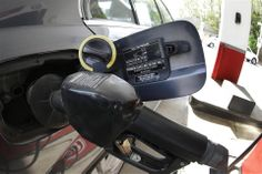 When is the price of gas cheaper? Weekdays or weekends?  (Photo: Danny Johnston / AP)