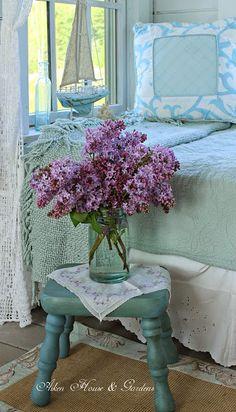 Floral Arrangement ~ Lilacs ~ Purple and Aqua ~ Aiken House & Gardens: Soft… Turquoise Cottage, Color Lila, Coastal Cottage, Lavender Cottage, Colour Pallette, All Things Purple, Beach Cottages, Retro, Boho