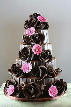 I may not know the key to world peace, but I bet chocolate has something to do with it. So today, let's go cuckoo for cocoa cakes with these gorgeous chocolate wedding designs. (By The Chocolate Rose ) OoooOOoooooo. Gorgeous Cakes, Pretty Cakes, Cute Cakes, Amazing Cakes, It's Amazing, Cake Roses, Rose Cake, Cake Wrecks, Unique Cakes
