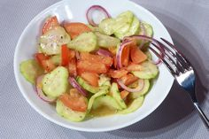 Okurkový salát s rajčaty | S příchutí balsamikového octa - Powered by @ultimaterecipe