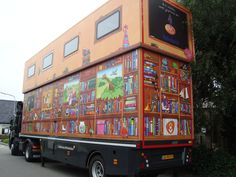Pop up mobile library in Den Helder, Holland. The upper part is a reading room.