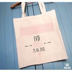 Tote bag EVJF Kraft & dentelle, cadeau idéal pour la future mariée et ses amis présentes pour l'enterrement de vie de jeune fille (EVJF)... Ce tote bag personnalisé est un souvenir original à conserver.
