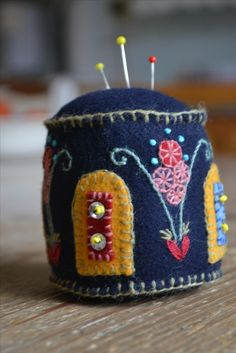 Swedish Embroidery, Wool Embroidery, Embroidery Stitches, Textiles, Needle Book, Sewing Techniques, Pin Cushions, So Little Time, Wool Felt