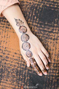 Simple Mehndi Designs Fingers, Very Simple Mehndi Designs, Floral Henna Designs, Back Hand Mehndi Designs, Mehndi Designs Book, Mehndi Designs For Girls, Mehndi Designs For Beginners, Mehndi Design Photos, Latest Mehndi Designs