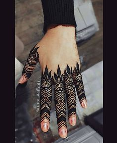Gotta love detailed fingers, am I right? #henna#mehndi#hena#heena#mendi#mendhi#bridalmehendi#bridalhenna#bridalmendi#partyhenna#partymehndi#hennaparty#mehndiparty#tattoo#temporarytattoo#Khaleeji#arab#london#hena#bridalhenna#bridalmehndi#zukreat#lookamillion#hudabeauty#hennadesign#alarabiya #hennatattoo#londonhenna @dollhousedubai @hudabeauty @7ena_show @zukreat @amenaofficial @dinatokio @mazarin_design @hennalookbook @hennainspire