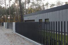 Privacy Fence Screen, Fence Screening, Garden Railings, Law Office Decor, Modern Front Yard, Boundary Walls, Fence Styles, House Extensions, Fence Design