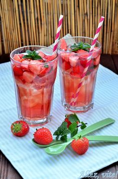 Erbeerbowle Bowle Erdbeeren Rezept Drink Sommerdring Getränk