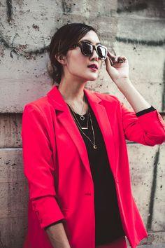 chriselle_lim_red_blazer_black_sweater_tiffany_co_bag-11