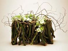 composizioni floreali con rami d'albero e muschio - Cerca con Google