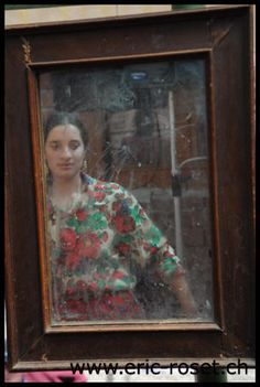 Ande glinda e Rromnji dikhel pe. Romania, Gypsy, Painting, Art, Art Background, Painting Art, Kunst, Paintings, Performing Arts