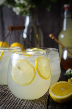Naturally Fermented, Probiotic Honey Lemonade Soda - Nourished Kitchen This fermented, probiotic lemonade is lightly sweetened with honey, loaded with gut-friendly beneficial bacteria and is naturally fizzy. Super easy to make, too! Yummy Drinks, Healthy Drinks, Healthy Food, Nutrition Drinks, Healthy Juices, Healthy Recipes, Kombucha Tee, Honey Lemonade, Jugo Natural
