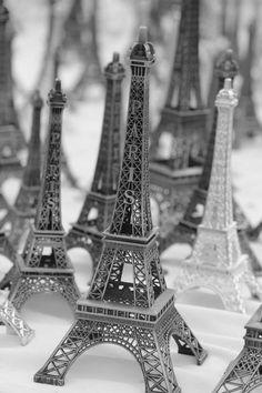 Tour Eiffel miniature © Nancy Pelé Photographies - https://www.facebook.com/nancypele.photos