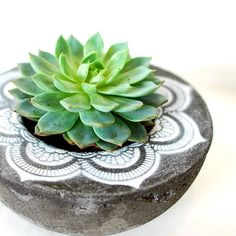 This round concrete planter is handmade and adorned with a painted mandala. The mandala is a geometric figure representing the universe and Concrete Pots, Concrete Crafts, Concrete Garden, Concrete Projects, Concrete Planters, Diy Planters, Beton Design, Papercrete, Succulent Centerpieces
