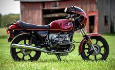 bmw-r100s-right-side Bmw Cafe Racer, Cafe Racer Motorcycle, Motorcycle Style, Motorcycle Accessories, Motorcycle Gear, Bmw Motorcycles, Vintage Motorcycles, Custom Motorcycles, Custom Bikes