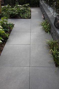 4 Sensational Types Of Urban Gardening Ideas Back Garden Design, Flower Garden Design, Back Gardens, Outdoor Gardens, Outdoor Paving, Sloped Yard, Country House Design, Backyard Patio Designs, Concrete Patio