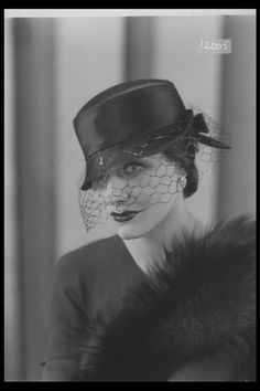 Glass Half Plate Image of a woman modelling a hat for the retailer Marshall & Snelgrove. Published in Illustrated Sporting & Dramatic News. Maker: Bassano Studio Production Date: Vintage Photographs, Vintage Photos, 1930s Fashion, Vintage Fashion, Funky Hats, Fedora Hat Women, Classic Hats, London Museums, Vintage Beauty