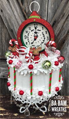 Learn how to make this and more in Ba Bam's Inside Scoop. Candy Christmas Decorations, Christmas Candy, All Things Christmas, Christmas Themes, Christmas Wreaths, Christmas Crafts, Christmas Ornaments, Fake Cupcakes, Fake Cake