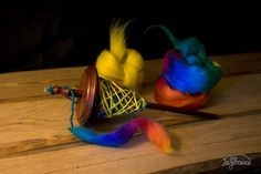 "da ich zur Zeit ""respect the spindle"" von Abby lese, habe ich wieder mehr Interesse am Erlernen verschiedener Spindelspinntechniken while I'm reading ""respect the spindle"" from Abby, I gained more interest in trying different spindle spin techniques"