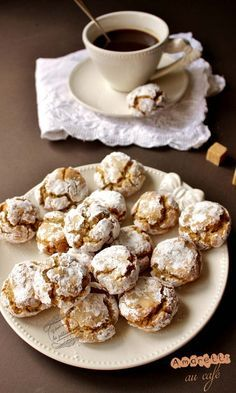 Coffee amaretti - Once upon a time there was pastry …: Amaretti au café - Amaretti Biscuits, Amaretti Cookies, Sugar Cookies From Scratch, Cookie Recipes From Scratch, Tortillas Veganas, Delicious Desserts, Dessert Recipes, Desserts With Biscuits, Coffee Drink Recipes