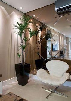 espelho bisotado<<Mirrored Wall in bedroom! Deco Design, Wall Design, House Design, Wall Mirror Design, Flur Design, Best Interior Design, Luxury Interior, Interior Decorating, Decorating Ideas