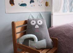 "Kissen ""Katze"" / pillow, cute, cat by Karmelki-by-Ania via DaWanda.com"
