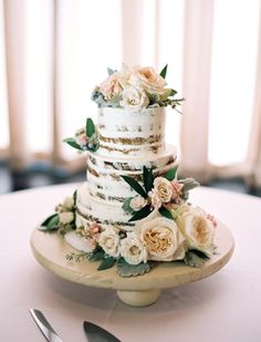 Floral topped naked cake: http://www.stylemepretty.com/2015/11/19/milwaukee-wedding-draped-in-romantic-fog/ | Photography: Untamed Heart Photography - http://untamedheartphotography.com/