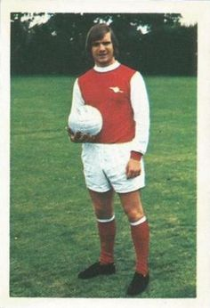 005 - Eddie Kelly (Arsenal) - This Scottish midfield player made his League bow during the 1969-70 season coming to Highbury from Possilpark YMCA. He had turned professional in February 1968 at 17 and has since won Under-23 honours too. Ht. 5ft. 10in Wt. 11.10